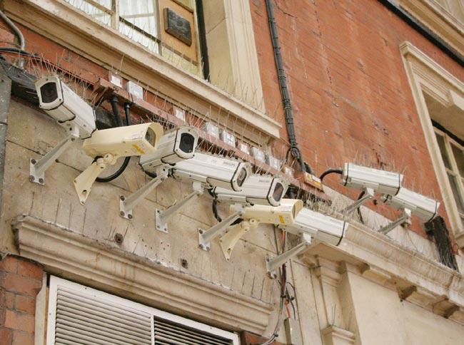 Самый простой вариант - повесить...  Видеосистема всегда эффективнее личного наблюдения или охранника.